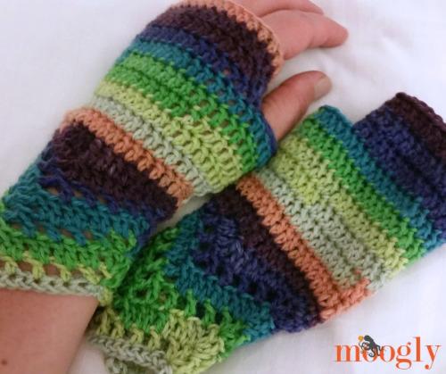 Fingerless Glove Pattern by Moogly