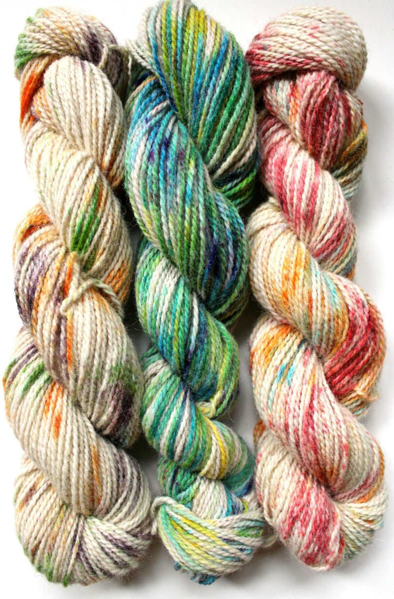 How to Speckle Dye Yarn. Hand dyeing speckled yarn, sprinkled yarn or confetti yarn.