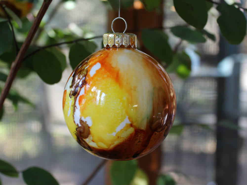 Alcohol Ink Ornaments, a FiberArtsy.com tutorial