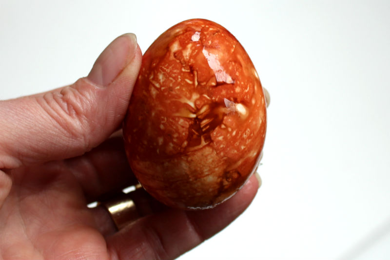 How to Marble Dye Easter Eggs with Onion Skins, a FiberArtsy.com tutorial