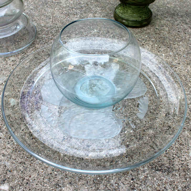 Attaching the glass bowl to the glass platter with silicone