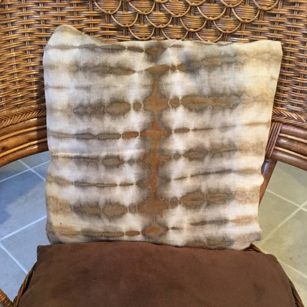Pillow cover dyed with natural acorns
