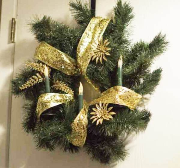 DIY Vintage Christmas Wreath made with Greenery, Candles and Gold Ribbon